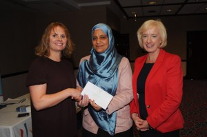 Dr Manal Farid, rapid fire presentation prize winner being congratulated by Dr Susan Knowles, ISCM and Connie Merrick, MSD, prize sponsors