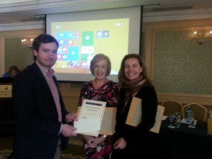 James O'Connor, winner of Rapid Fire Poster presentation is congratulated by Connie Merrick (MSD) and Dr Vida Hamilton, National Clinical Lead for Sepsis.